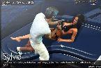Agachandose con una nena caliente bikini en el yate
